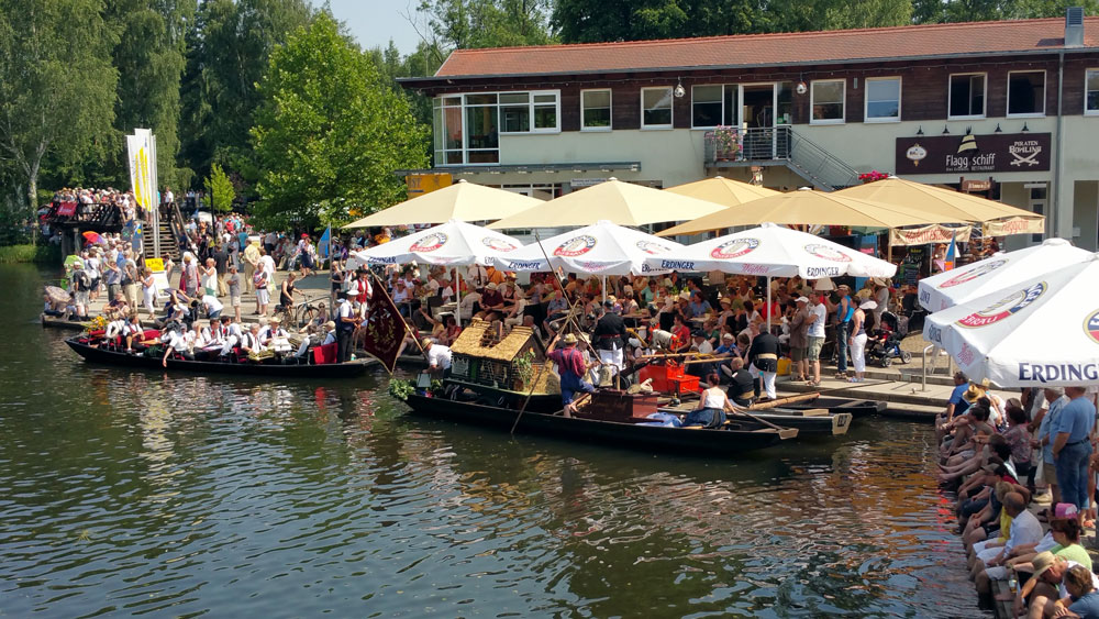 restaurant au enbereich direkt an der hauptspree flaggschiff am hafen. Black Bedroom Furniture Sets. Home Design Ideas